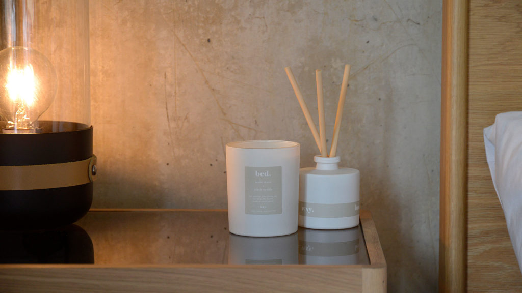Bed scented candle and diffuser