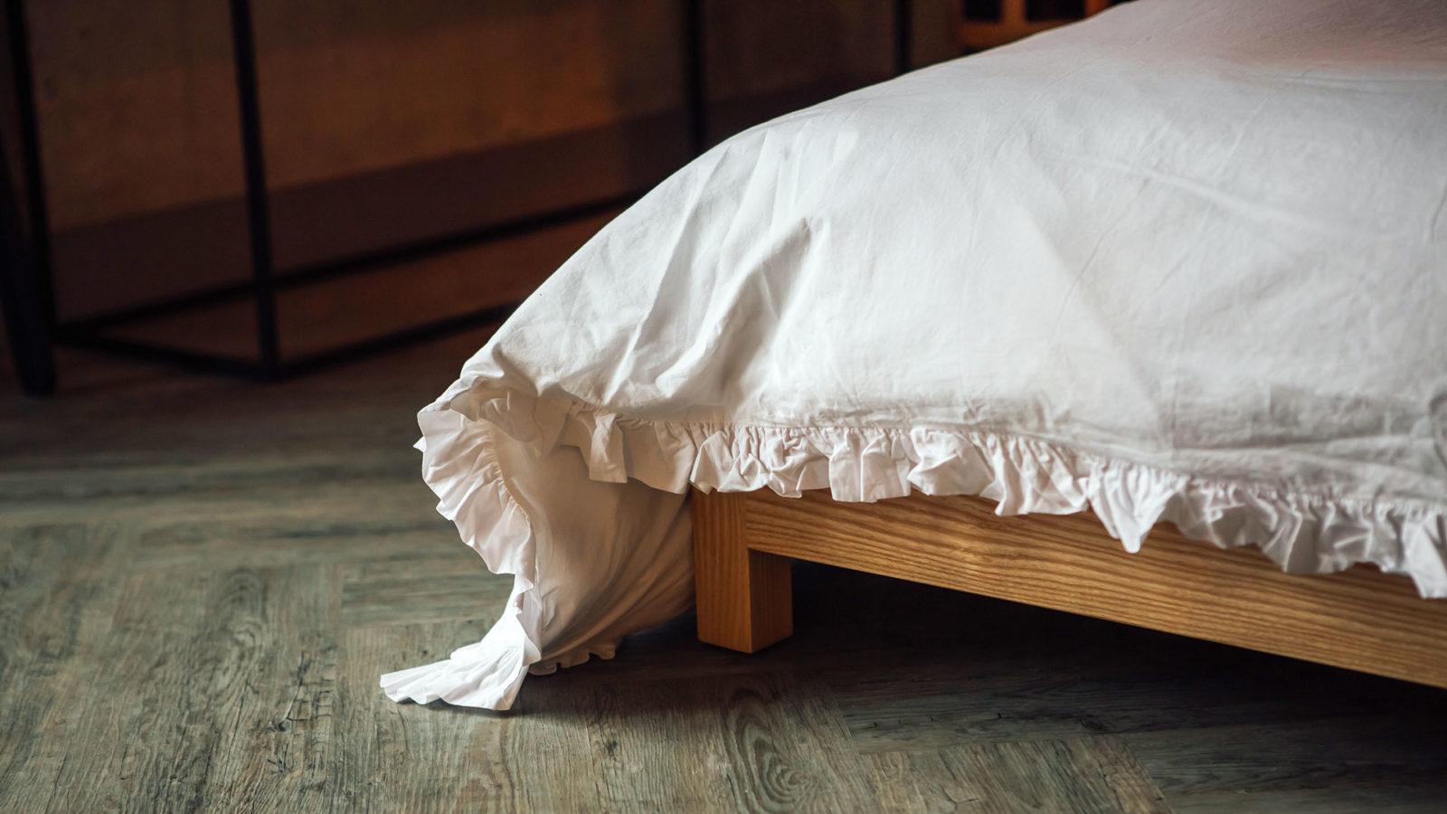 white-ruffle-cotton-bedding-close-up-corner