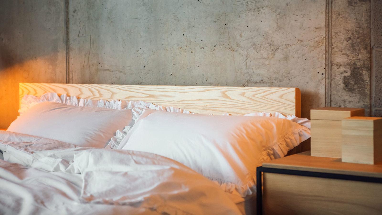 white-ruffle-cotton-bedding